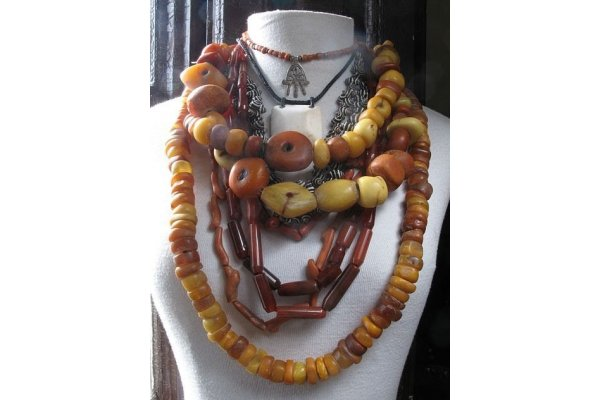 b8c464c749450ba3ac4fdfd4dadc5c55--amber-necklace-amber-jewelry_gallery.jpg