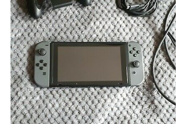 Nintendo-Switch-32-Go-Console-avec-Manettes-Joy-Con-_1_gallery.jpg